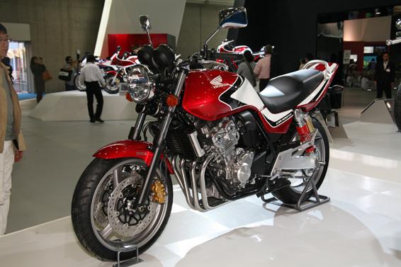 Honda CB 400 Super Four Vermelha e Branca