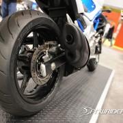 Roda traseira e escapamento da Suzuki Gladius 650