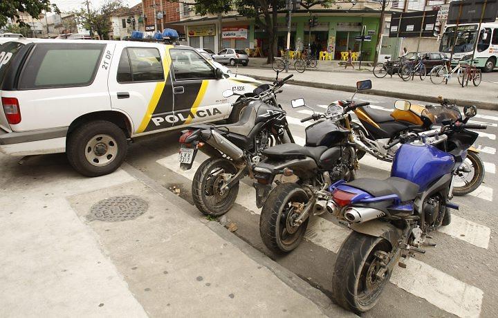 Motos Roubadas encontradas na favela