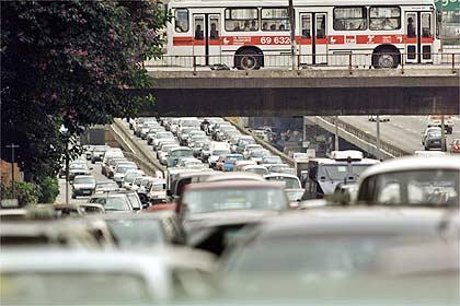 Trânsito congestionado na Rebouças