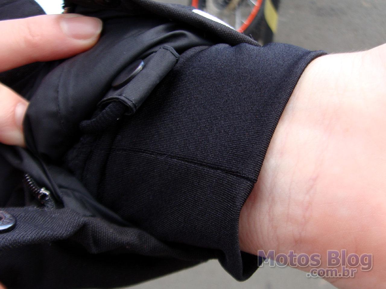 Detalhe do forro interno no punho