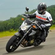 Yamaha XJ6 N 2012 na pista