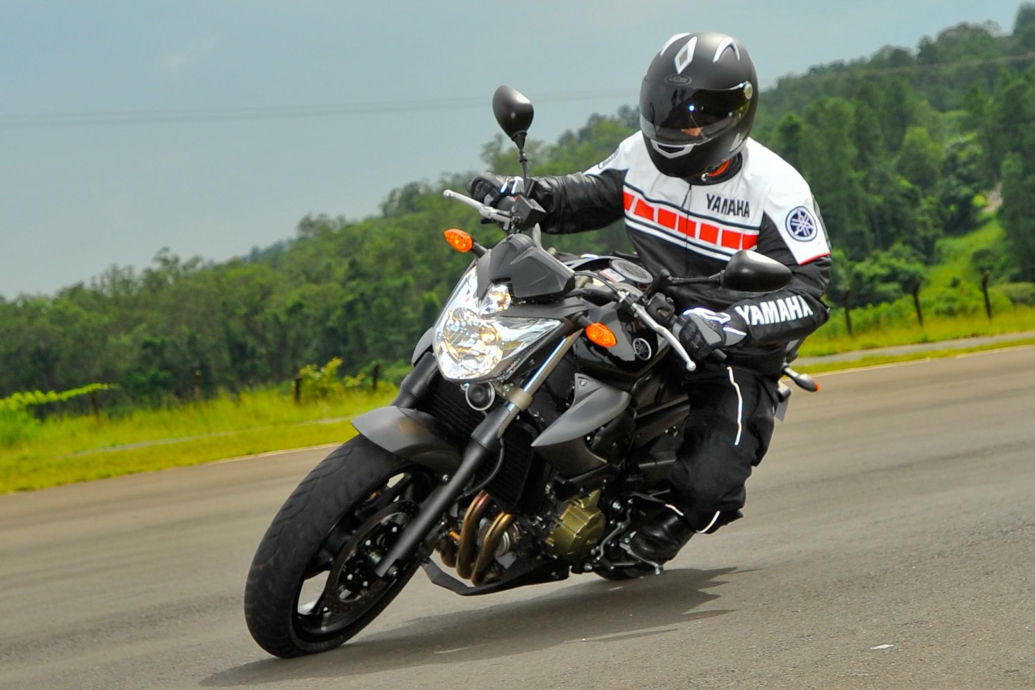 Yamaha XJ6 N 201...O Daniel Honda