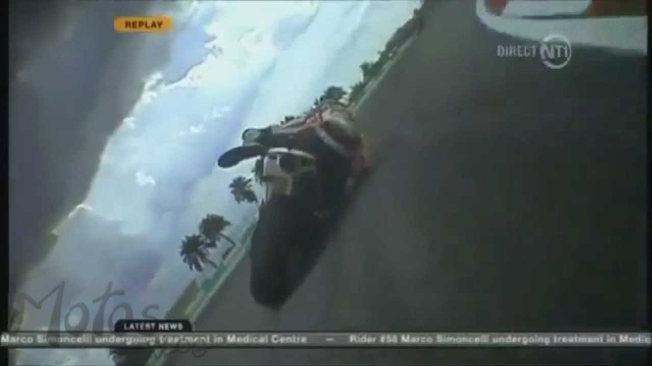 Marco Simoncelli escorrega na curva