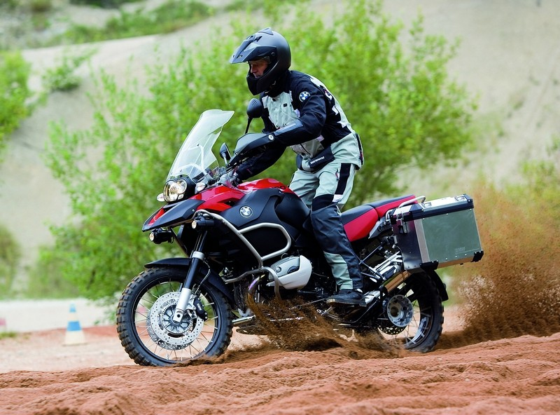 BMW R1200GS Adventure na terra