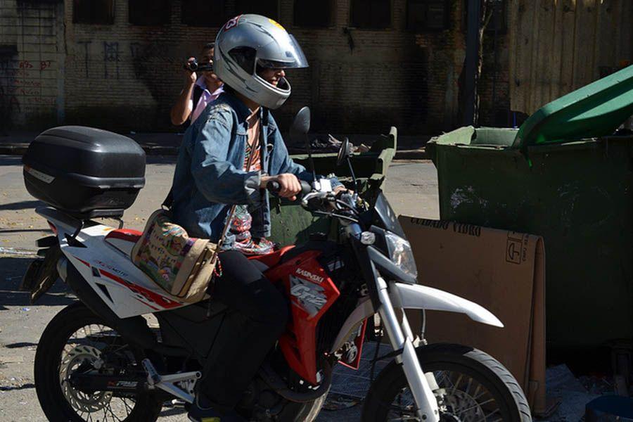 Soninha Francine de moto