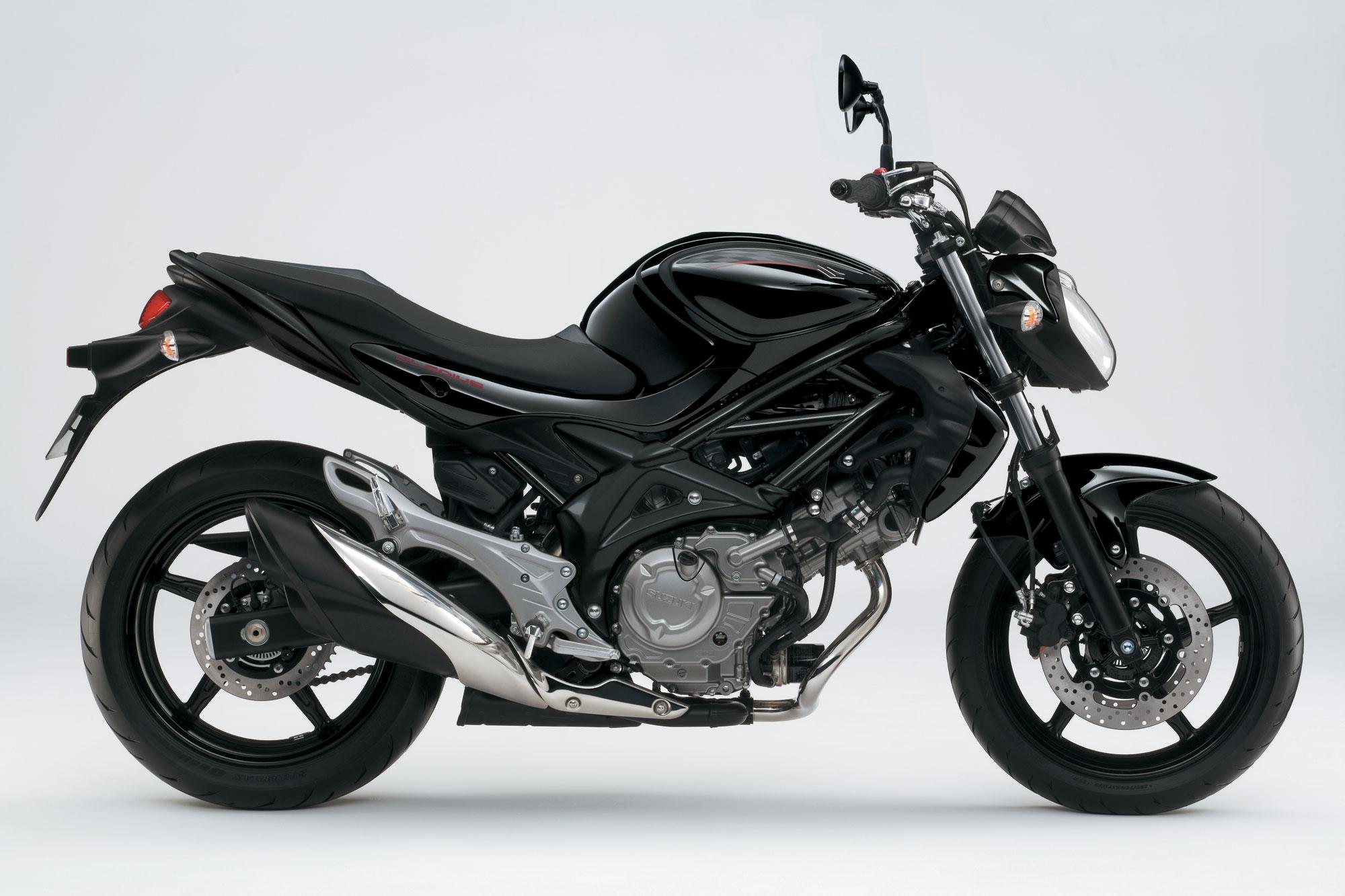Suzuki Gladius Preta