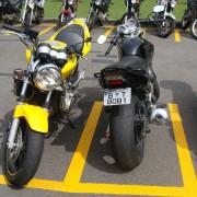Twister com roda de Hornet ao lado de uma Hornet