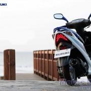 Suzuki Burgman 125ie 2011 Branco e Azul por trás