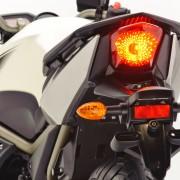 Traseira da Yamaha XJ6 N branca (2010)
